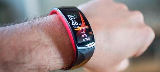Análise em vídeo: Samsung Gear Fit2 Pro - smartband perdeu o medo de piscina