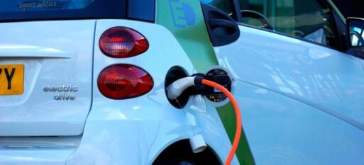 Vendas de carros elétricos e híbridos já representam mais da metade do total na Noruega