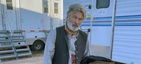Ator Alec Baldwin mata diretora acidentalmente durante gravações do filme Rust