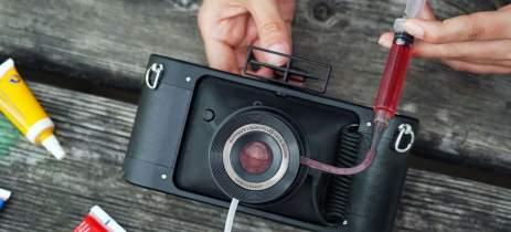 Câmera panorâmica 35mm da Lomography tem lente que pode ser enchida com líquido
