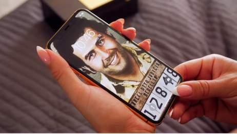 Irmão de Pablo Escobar vende iPhone 11 Pro banhado a ouro 24k por US$ 499