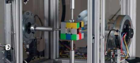 Robô consegue resolver cubo mágico em 0,38 segundos