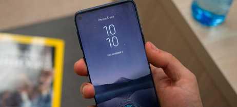 Galaxy S10 pode vir com display Infinity-O com possibilidade de esconder a câmera frontal
