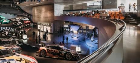 Que tal uma volta? Vídeo de drone permite conhecer todo o museu da Mercedes Benz