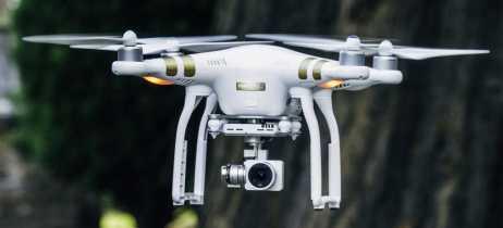 Bandidos escoceses se filmam por acidente enquanto tentavam carregar drone com drogas
