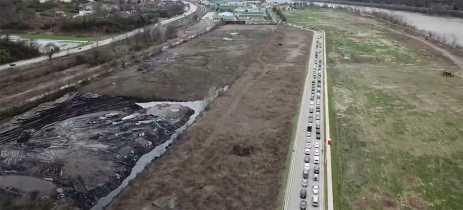 COVID-19: Drone registra enorme fila de carros para receber alimentos nos EUA