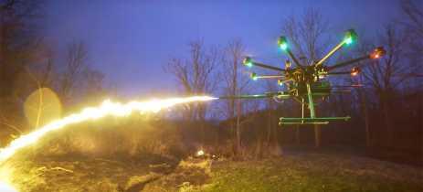 Agência de aviação dos EUA avisa pessoas que é ilegal acoplar armas perigosas a drones
