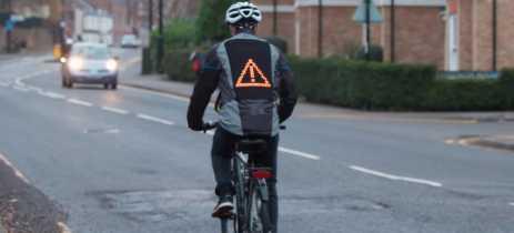 Ford cria jaqueta para ciclistas que exibe sinais de trânsito e emojis