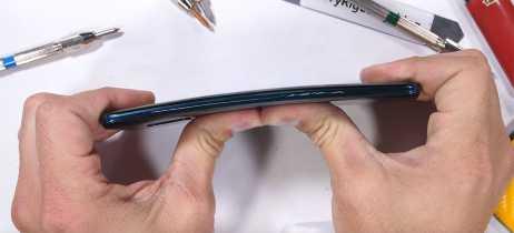 Huawei Mate 20 Pro falha em teste de resistência e dobra mais que o esperado