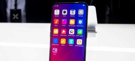 Xiaomi Mi Mix 3 aparece sendo manuseado em imagem e GIF