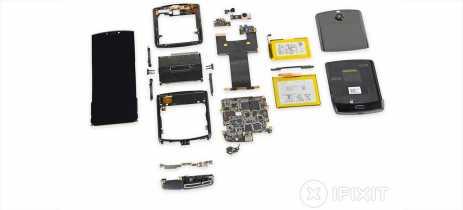 É quase impossível consertar o celular dobrável Motorola Razr