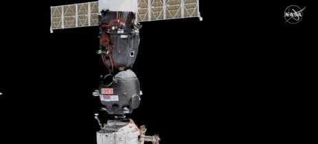 Astronautas liberam vaga na ISS para nave com robô russo humanoide estacionar