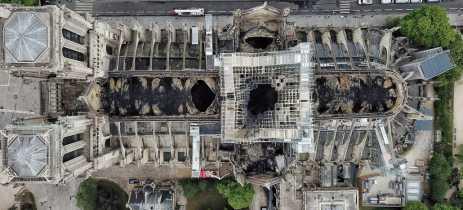 Drone registra danos causados pelo incêndio na Catedral de Notre Dame