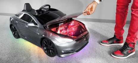Mini Tesla Model S tem PC Gamer e pode ser dirigido