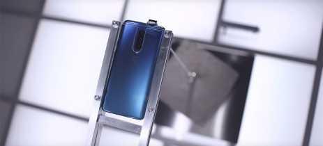 Vídeo mostra câmera frontal do OnePlus 7 Pro aguentando bloco de cimento de 22kg