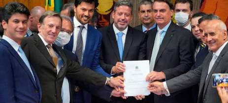 Projeto de Lei para privatização dos Correios é entregue pelo Bolsonaro