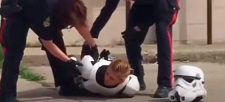 Cosplayer de Stormtrooper, de Star Wars, é abordado pela polícia do Canadá