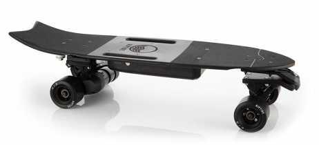 Riptide lança skate elétrico R1 Black com design ágil para curvas fechadas