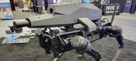 Veja fotos de cachorro robô de guerra equipado com armamento pesado