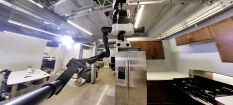 Robô da Toyota limpa superfícies enquanto tira selfies