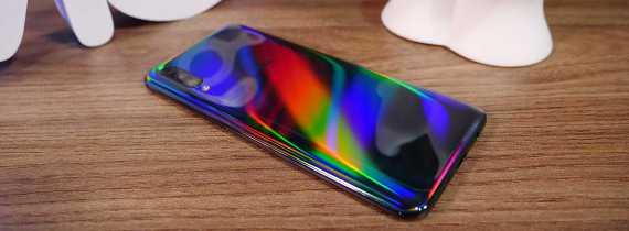 Análise em vídeo do Galaxy A50: intermediário que traz recursos dos premium