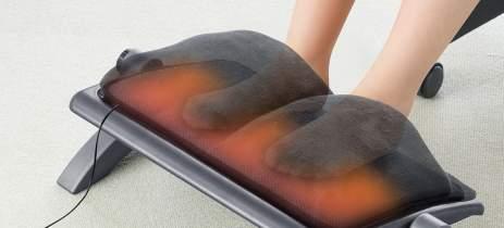 Descanso para pés acolchoado da Sanwa tem aquecedor alimentado via USB