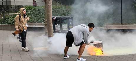 Robô de entrega entra em combustão na rua; Veja o vídeo