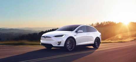 Elon Musk quer que veículos da Tesla possam chamar caminhão de reboque automaticamente em breve