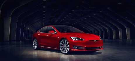 Tesla dirige 11 quilômetros em Autopilot com motorista dormindo