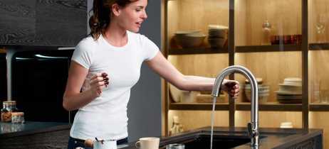 Kohler apresenta a Sensate Kitchen Faucet, torneira sem toque com suporte à Alexa