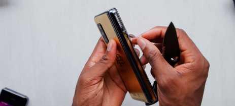 Smartphone dobrável do irmão de Pablo Escobar é o Galaxy Fold com logo da Samsung coberto