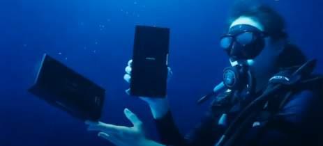 Xiaomi Mi 11 Ultra tem unboxing submerso que destaca sua proteção contra água