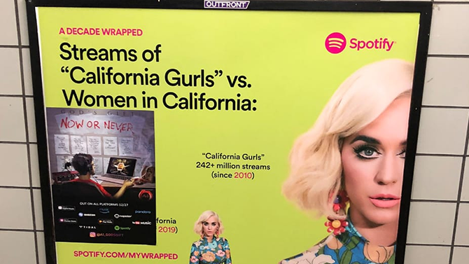Spotify creates campaign in SP subway that recalls the decade