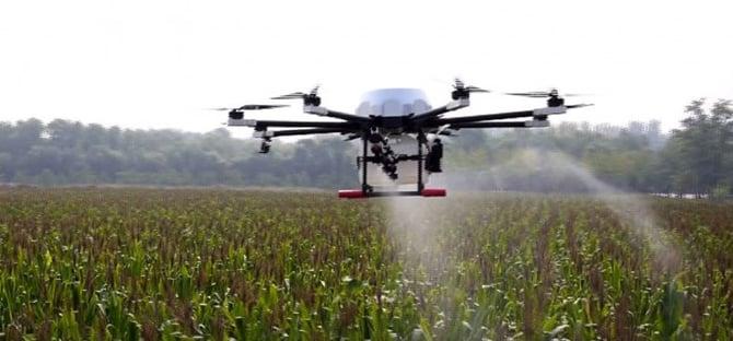 Pilotar drone em lavouras rende salário de até R$ 12 mil no Brasil