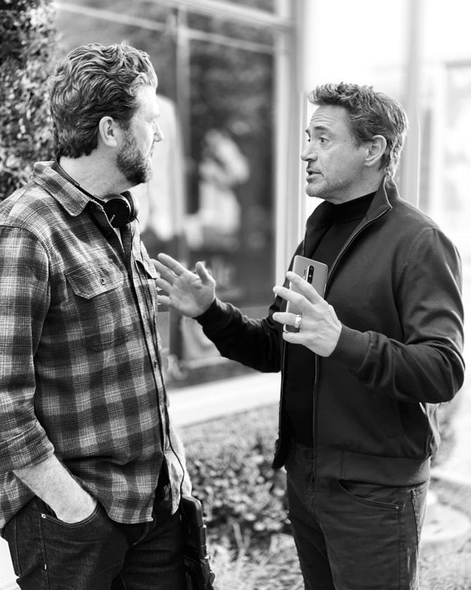 OnePlus 8 Pro aparece na mão do ator Robert Downey Jr.