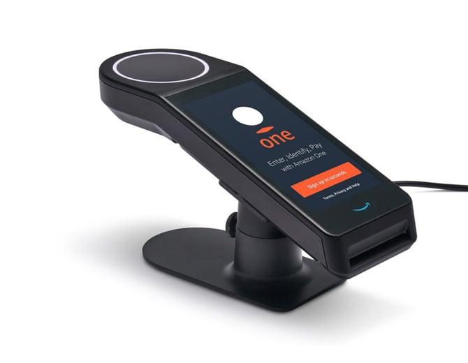 Amazon One permite que pessoas façam pagamentos ou se identifiquem usando a palma da mão