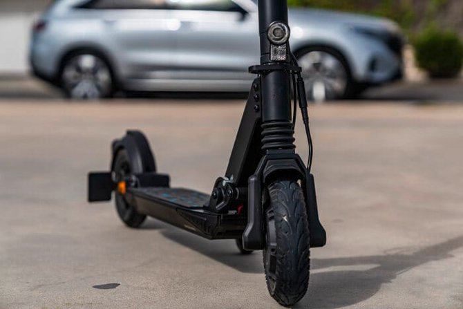 Mercedes-Benz lança o eScooter, seu novo patinete elétrico
