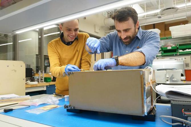 Estação Espacial Internacional recebe seus primeiros refrigeradores para alimentos