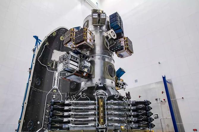 SpaceX lança 143 satélites ao espaço com um único foguete