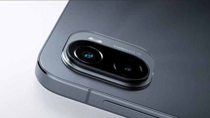 Detalhe da câmera dupla no modelo Mi Pad 5 Pro