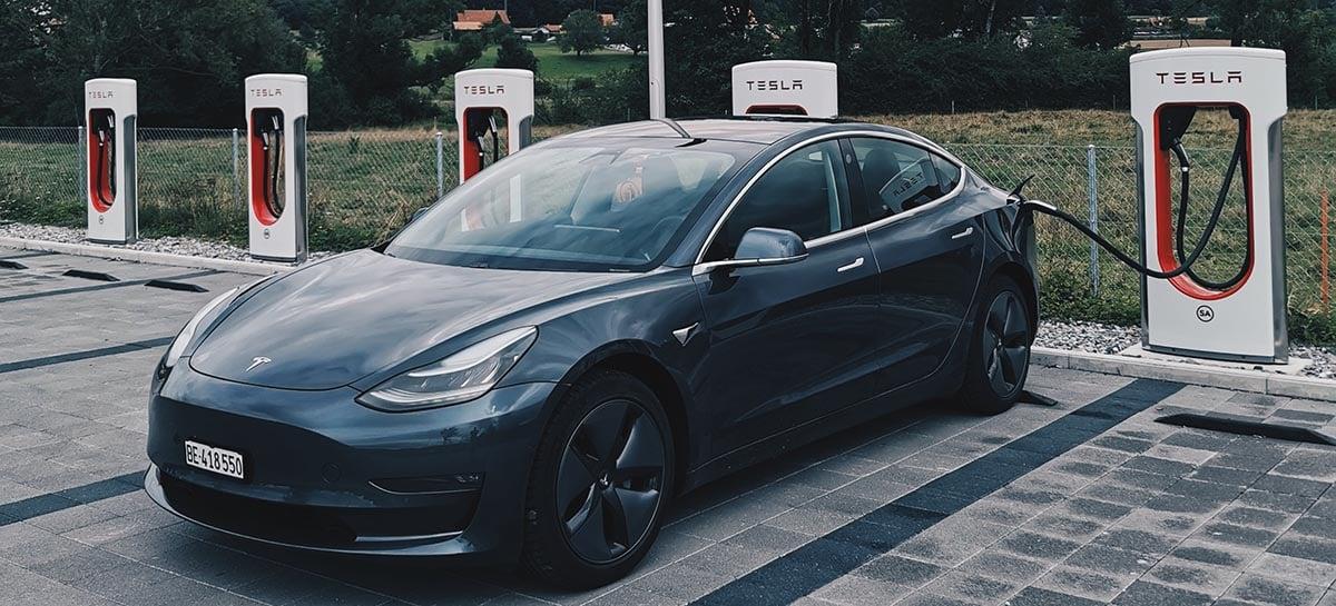 Uber e Tesla se juntam a 26 empresas em lobby para veículos elétricos