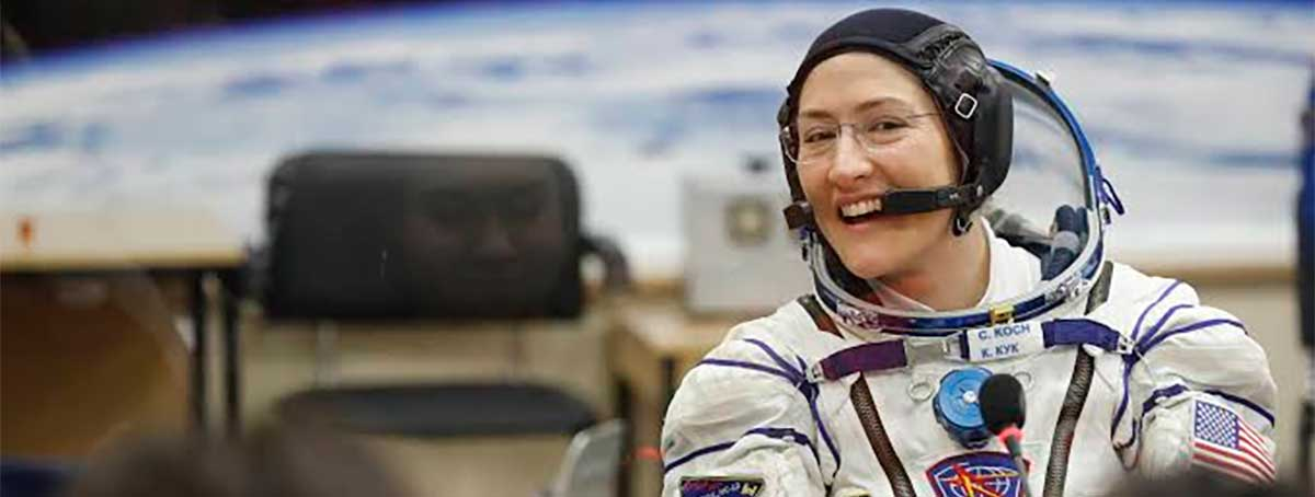 Astronauta quebra recorde feminino ao ficar 289 dias consecutivos no espaço