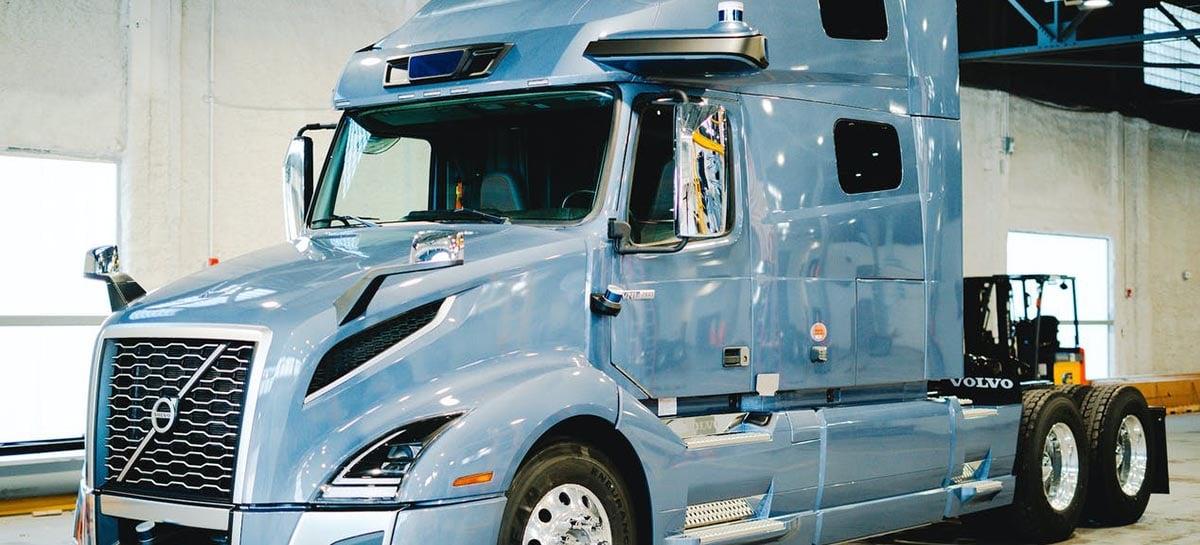 Volvo revela protótipo de caminhão autônomo para viagens longas