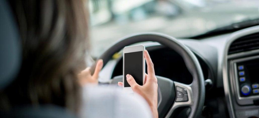 Pesquisa mostra que um quinto dos motoristas brasileiros usa o celular enquanto dirige