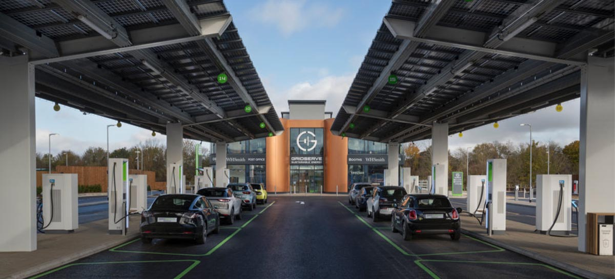 Inglaterra inaugura primeiro posto de carregamento para carros elétricos