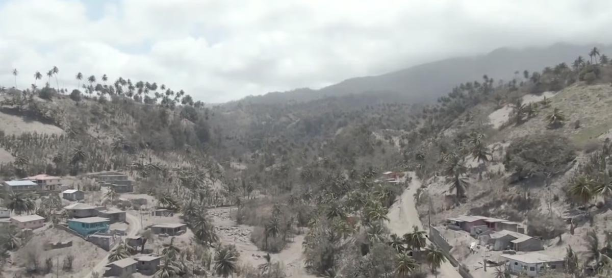 Vídeo feito com drone mostra estrago de erupções vulcânicas no Caribe