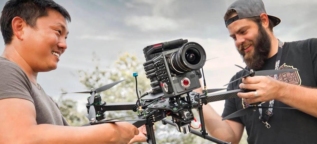Veja resultado de uma câmera RED profissional instalada em um drone FPV