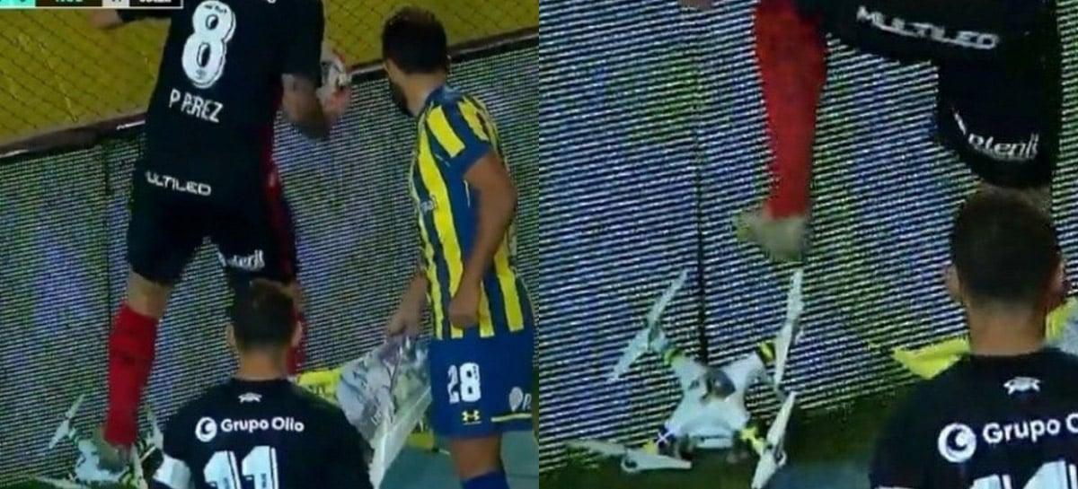 Durante clássico do futebol Argentino, jogador esmaga drone que se aproximou do gramado