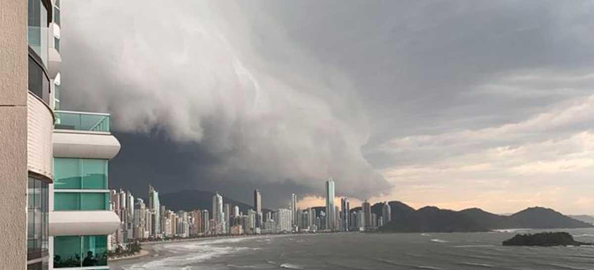 Ciclone Bomba deixa metade de SC sem Energia e compromete linhas de dados
