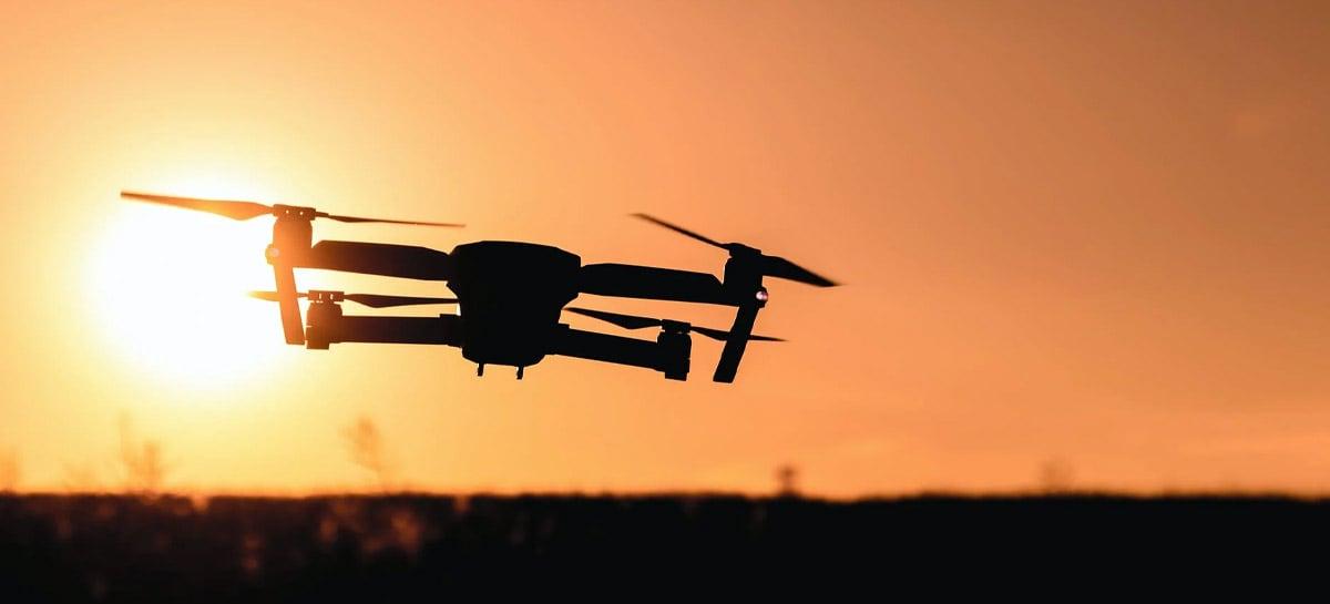 Empresa trabalha em tecnologia que permitiria carregar baterias de drones durante o voo